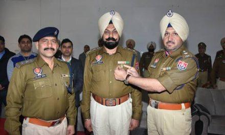 हरजीत सिंह एसपी को डीजीपी डिस्क से नवाजा गया ।