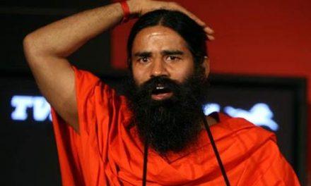 बाबा रामदेव के खिलाफ FIR, गिरफ्तारी से बचने के लिए पहुंचे हाईकोर्ट