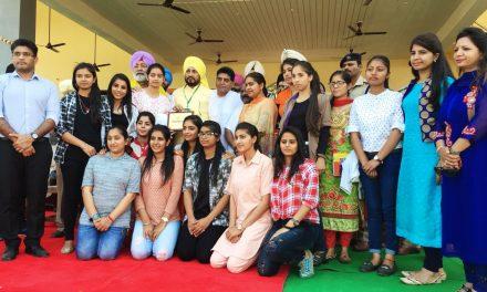 रयात बाहरा की छात्राओं को कैबिनट मंत्री चन्नी ने किया सम्मानित ।