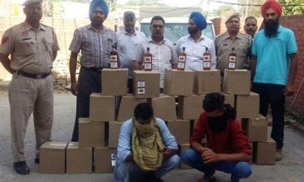 28 पेटियां  अवैध शराब समेत तीन में से दो को पुलिस ने धरा