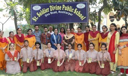 सेंट सोल्जर ने 12 वीं की परीक्षा में शानदार प्रदर्शन करने  वाले छात्रों को किया सम्मानित