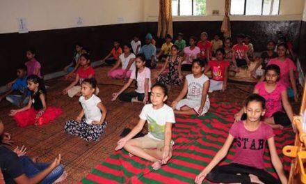 सेंट सोल्जर डिवाइन पब्लिक स्कूल माहिलपुर में दो दिवसीय योग कैंप लगाया