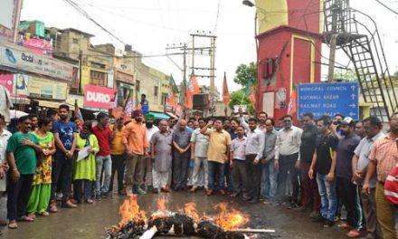 जिला भाजपा ने निकाला रोष मार्च, घंटाघर चौक पर जलाया पंजाब सरकार का पुतला