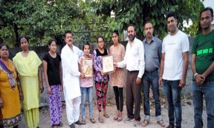 परशुराम सेना ने मेधावी बेटियों को किया सम्मानित