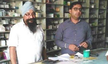 ड्रग कंट्रोल अधिकारी ने दवाओं की दुकान पर  मारा छापा