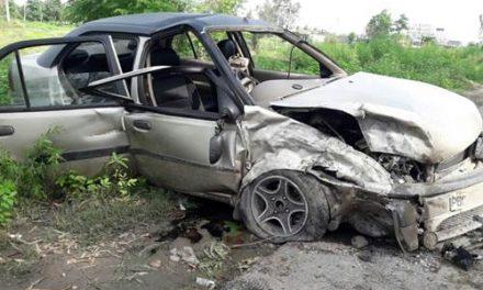 कार का टायर फटने से हुए सड़क हादसे में 9 लोग घायल
