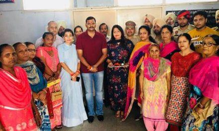 भाजपा महिला मोर्चा ने होशियापुर के एसएसपी समेत  पुलिस अधिकारियों के साथ रक्षाबंधन पर्व मनाया