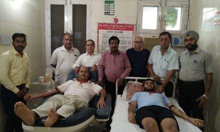 अरुण कुठारिया ने बेटे के जन्मदिन पर किया रक्तदान