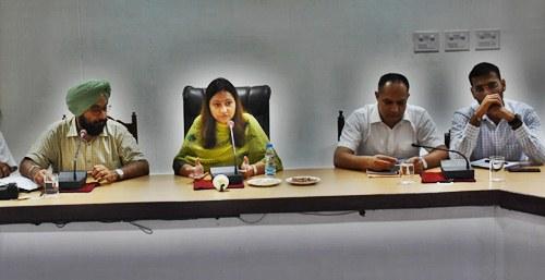 क्षेत्रीय सरस मेले की तैयारियों को लेकर डिप्टी कमिशनर ने की मीटिंग