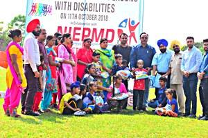 दिव्यांग बच्चों के लिए खेलों का आयोजन