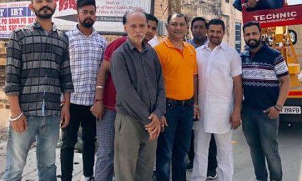 पार्षद मेहता ने निजी कोष से लगवाई बाल कृष्ण रोड पर लाइटें