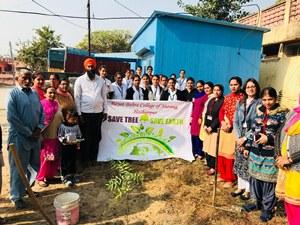 रयात बाहरा के छात्रों ने गांव नंगल शहीदां के लोगों को पेड़ों की विशेषता बारे किया जागरुक