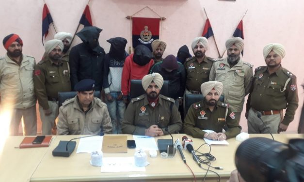 जिला पुलिस ने छीना झपटी मामले में गिरोह के तीन सदस्यों समेत चोरी का सोना खरीदने वाले सुनारों को भी उठाया