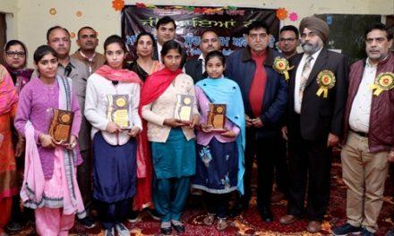 सरकारी सीनीयर सैकेंडरी स्कूल चौहाल में वार्षिक पुरस्कार वितरण समारोह का आयोजन