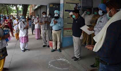 कोविड-19: योद्धा के रुप में कार्य कर रहे हैं स्वास्थ्य कर्मी : अरोड़ा