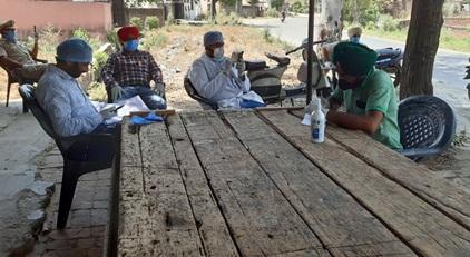गांव नंगली (जलालपुर) में 7 अन्य गांव निवासीओं के सेहत विभाग ने लिए सैंपल :