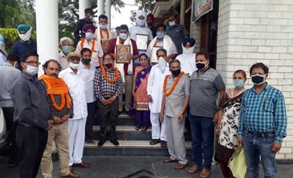 श्री सनातन धर्म महावीर दल ने जिंपा के उप चेयरमैन बनने पर अरोड़ा तथा जिंपा को किया सम्मानित :