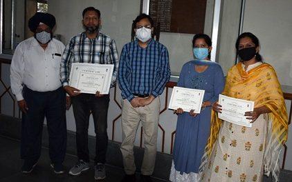 ए.डी.सी ने लेखन मुकाबले के विजेता अध्यापकों को किया सम्मानित