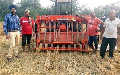 प्रगतिशील किसानों की सोच के चलते अग्रणी गांव के तौर पर उभर रहा हैं गांव पंडोरी गंगा सिंह