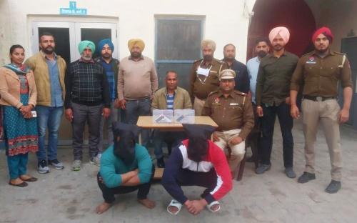 होशियारपुर पुलिस ने 2 नौजवानों को देसी पिस्तौलों व जिंदा कारतूसों समेत किया गिरफ्तार